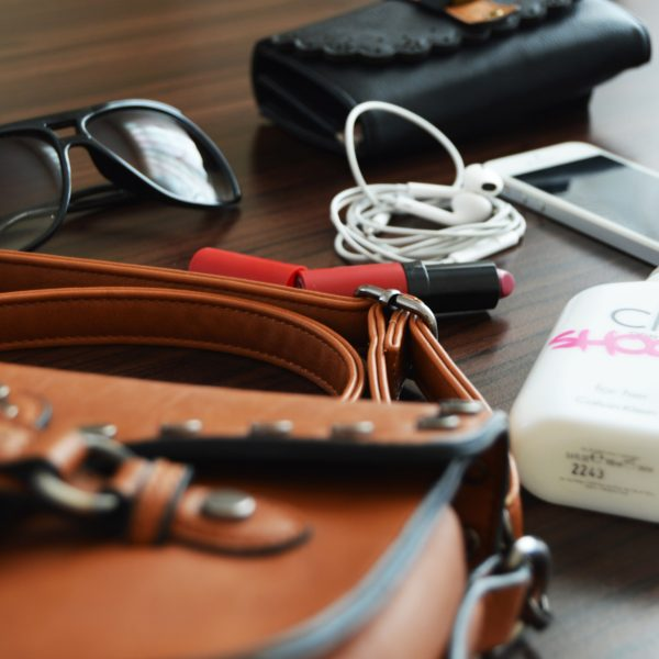 Weekend Bag Essentials | Wekends should be relaxing so having a smaller bag with essentials is the best one. Check out the weekend handbag essentials