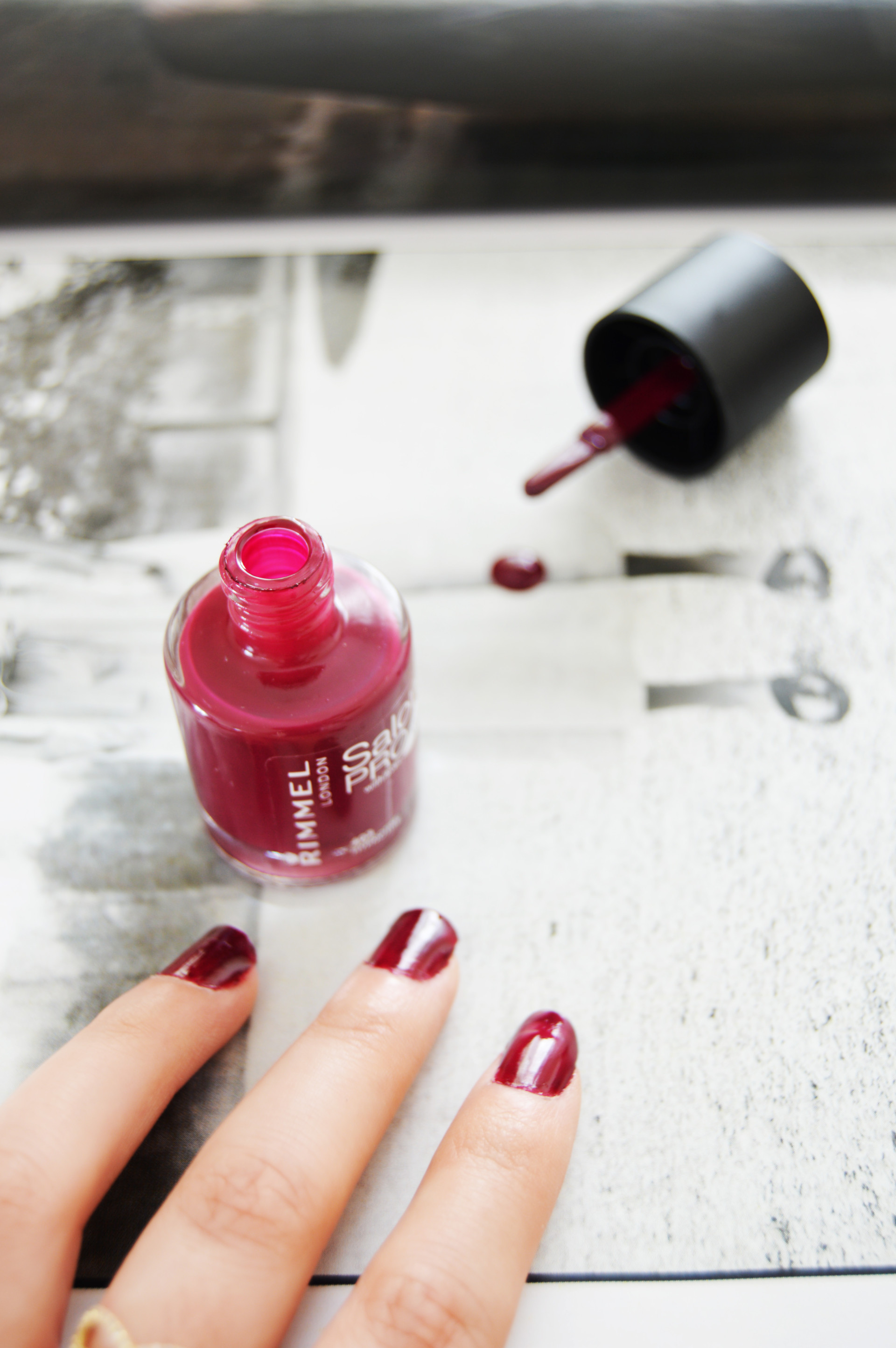 Berry Nails with Rimmel Salon Pro Nail Polish | Berry nails are perfect for all around the year, especially for Autumn. Rimmel Salom Pro Nail Polish is a long lasting and highly pigmented nail polish.