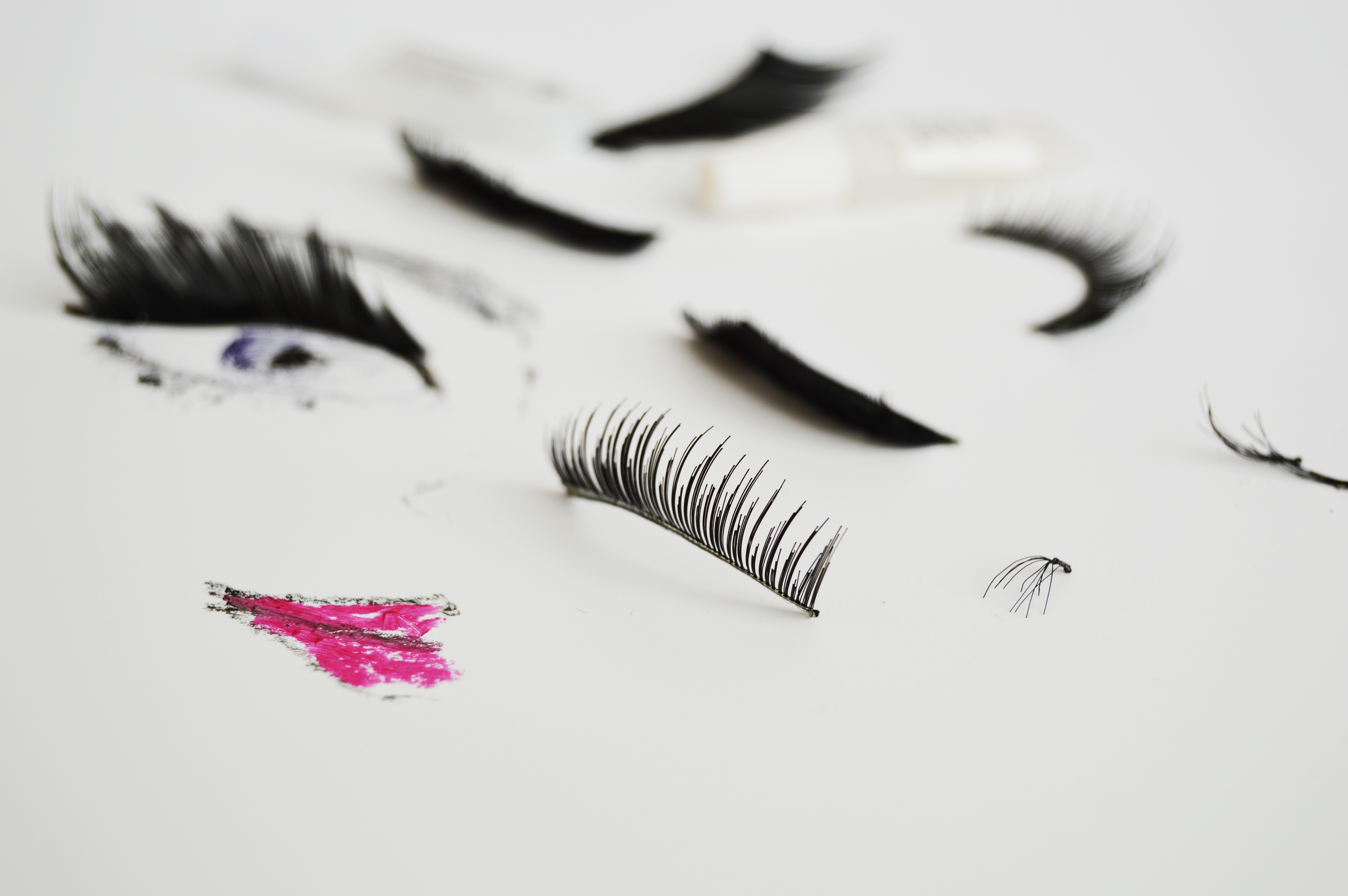 How to apply false eye lashes | They look good, however they are not easy to apply, find out which eye lashes to choose and how to apply.