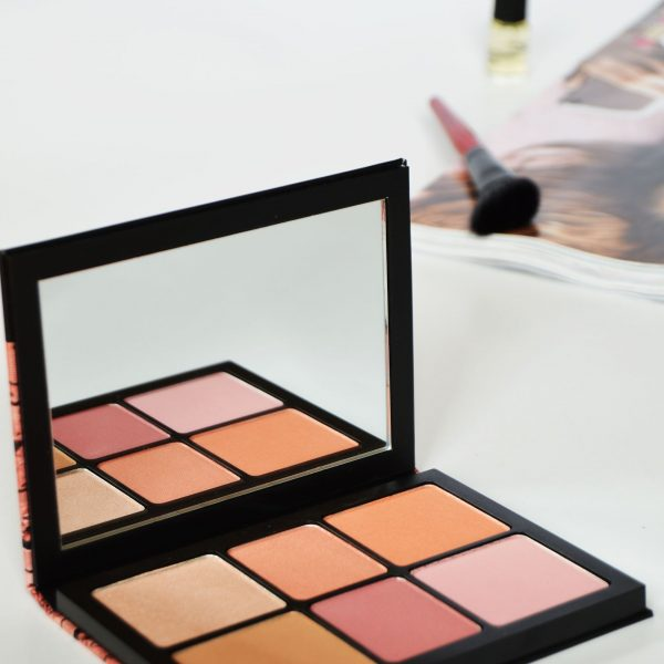 Smashbox Crush On Blush Palette | Highly pigmented pink and peachy blushes. Click through to check out the swatches on Smashbox Crush On Blush Palette.