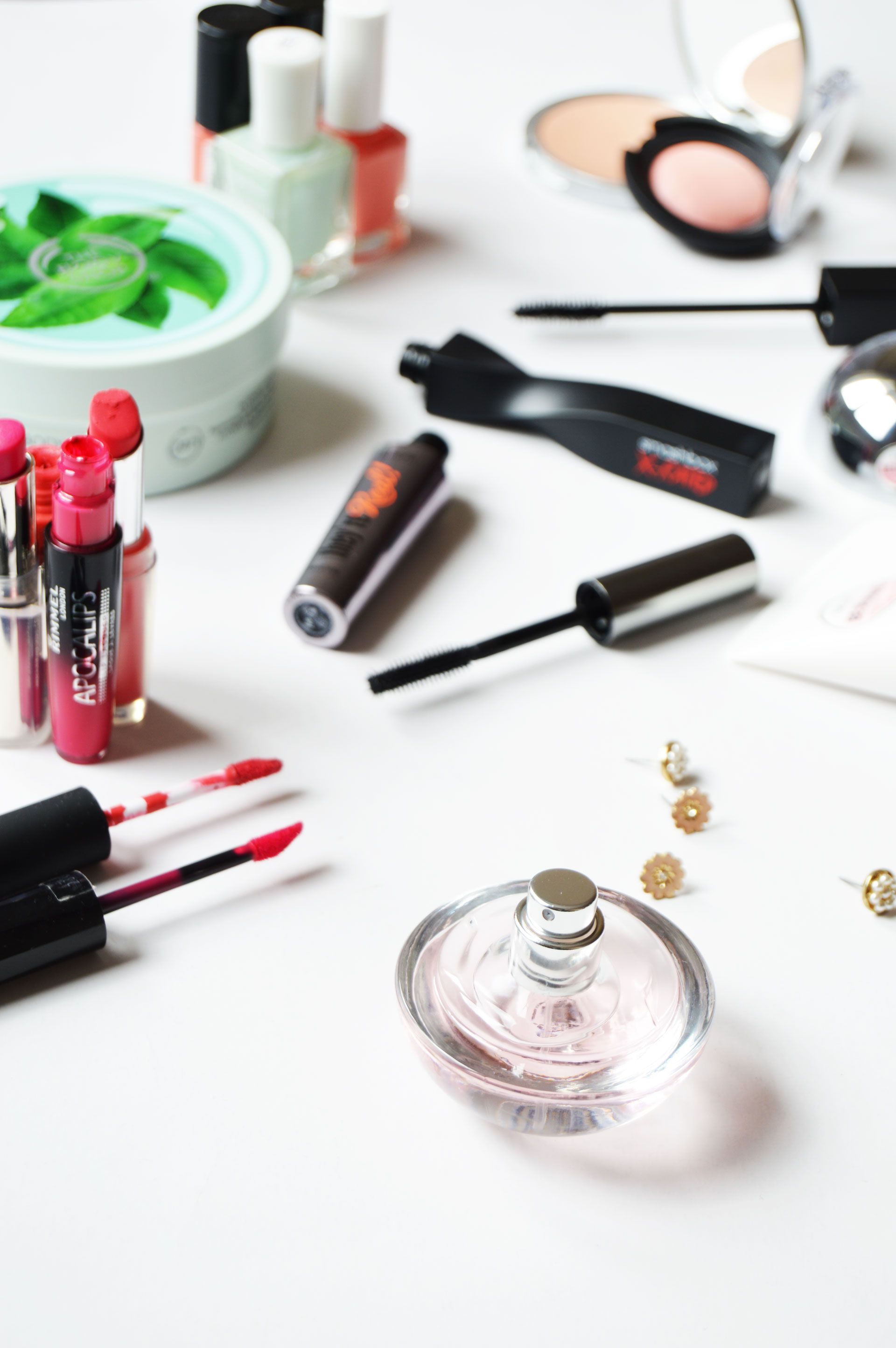 Spring Revamp – Beauty Bits Everyone Needs   Refreshing the skincare and makeup routine each season is good, revamping the routine according to what skin needs will make the skin healthier. Click through to check out all the tips.
