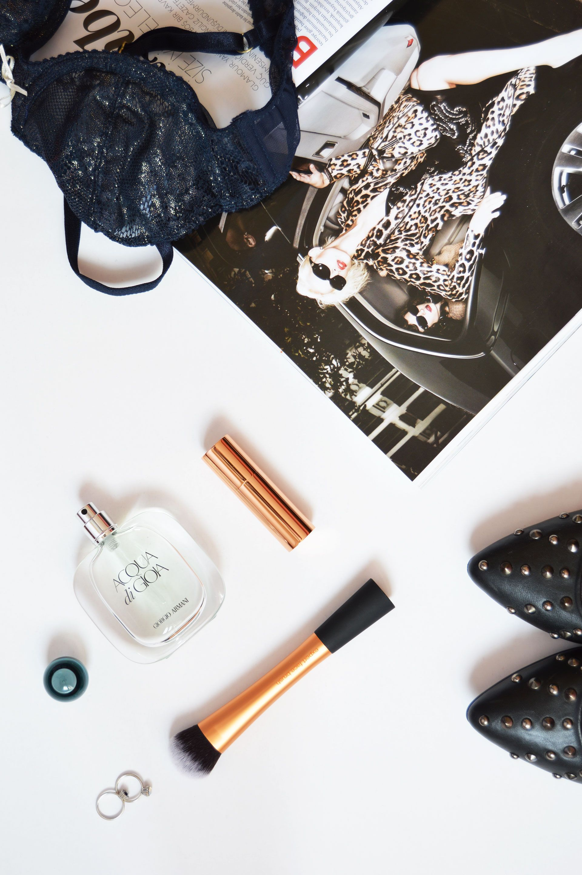 How to be more feminine | It is all about the way we feel about ourselves. With a few changes in daily routine can affect your femininity. Click through to check out all the tips.