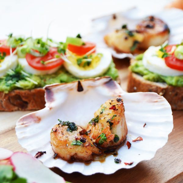 Pan Seared Scallops with Lime Chilli and Coriander is a quick, healthy and delicious appetiser. When you want something quick but fancy then you should try these pan seared scallops.