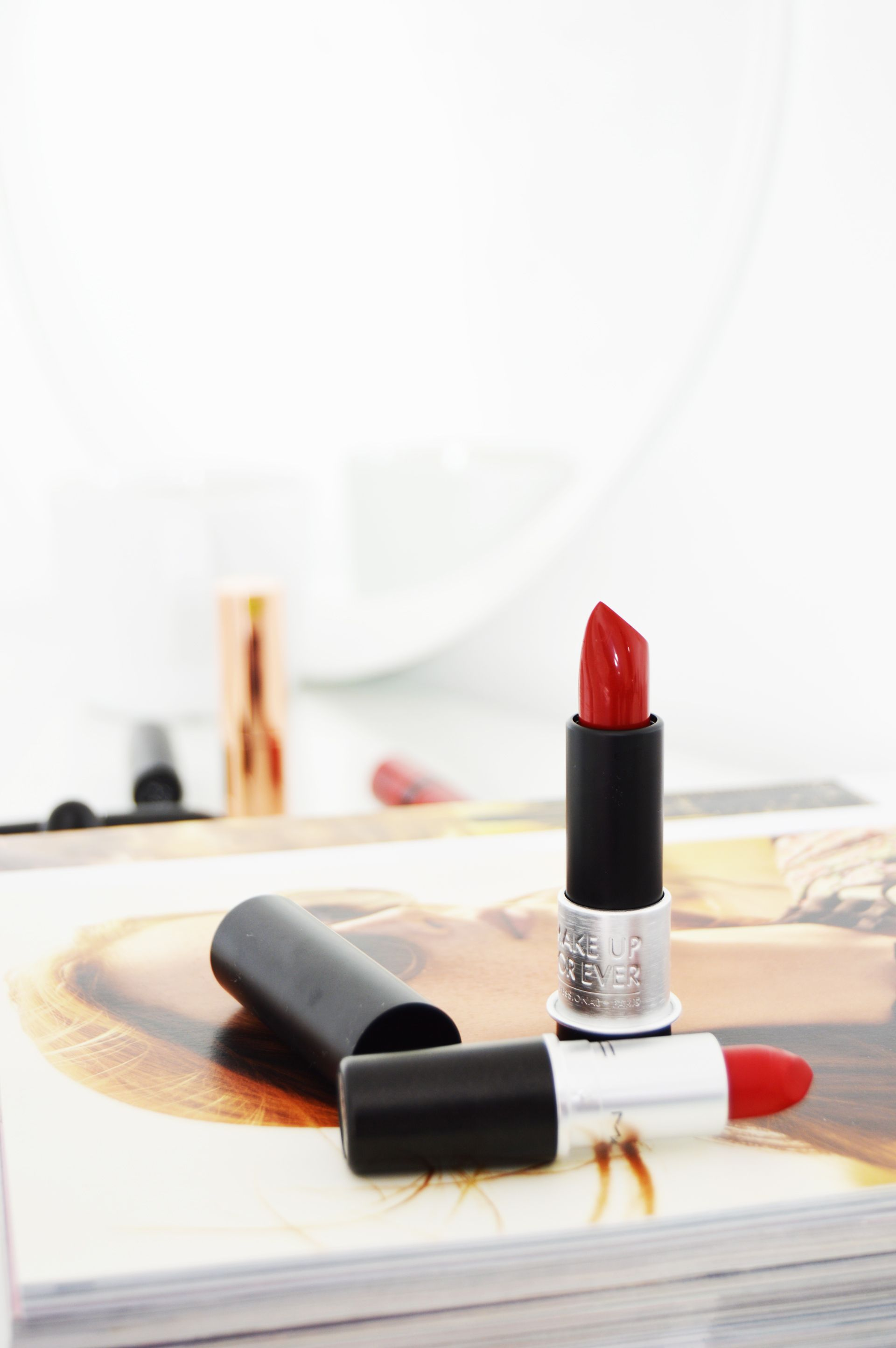 Make Up For Ever Artist Rouge Lipstick M402 is a matte brick red colour with warm brown undertones. Even though it is matte, it has creamy formula and doesn't feel uncomfortable. It would suit every complexion.