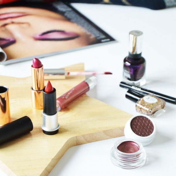 2016 autumn colours for autumn makeup - Autumn is all about berry/burgundy tones and colourful makeup. Instead of sticking to neutrals, why don't you try something different? Autumn makeup shouldn't be boring but joyful.