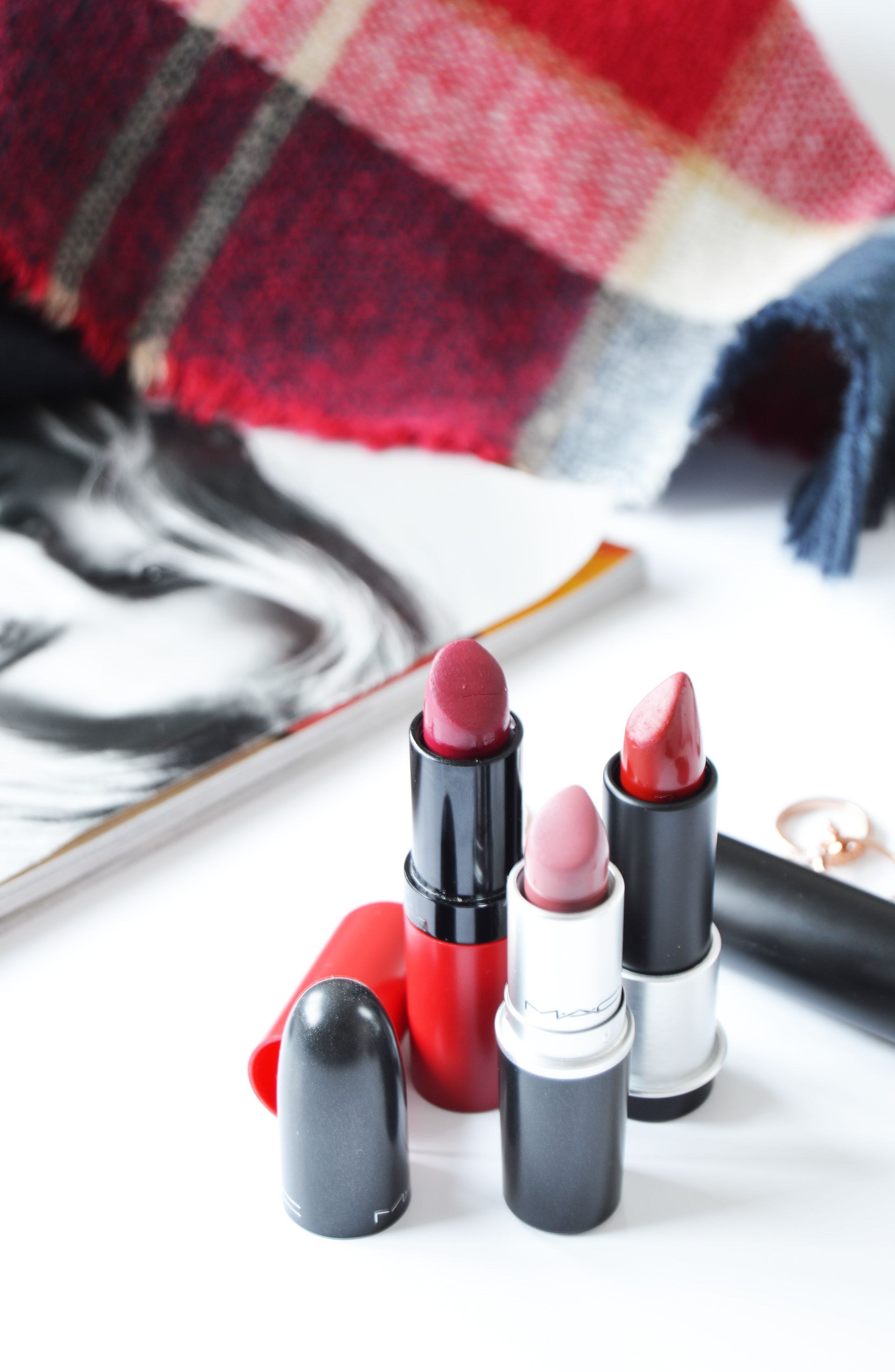 Autumn Bag Essentials you might want to carry around this season. Cold weather is not good for the skin so it is beast to keep it protected all the time. Also the seasonal lipstick colours should make their way into your handbag. Rimmel 107, Make Up For Ever M402 and MAC Twig can be perfect for day and night.