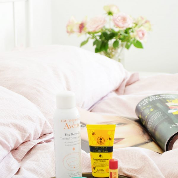 There are some essentials that you should have on your bedside table. Hand cream, lip balm and facial mist are some of these bedside beauty essentials.