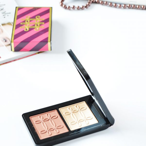 MAC Nutcracker Sweet Copper Face Compact contains Whisper of Gilt and Pleasure Model. Fuchsia&Burgundy packaging with gold embroidered accents is so festive and catchy. This is one of the holiday releases that you shouldn't miss out.