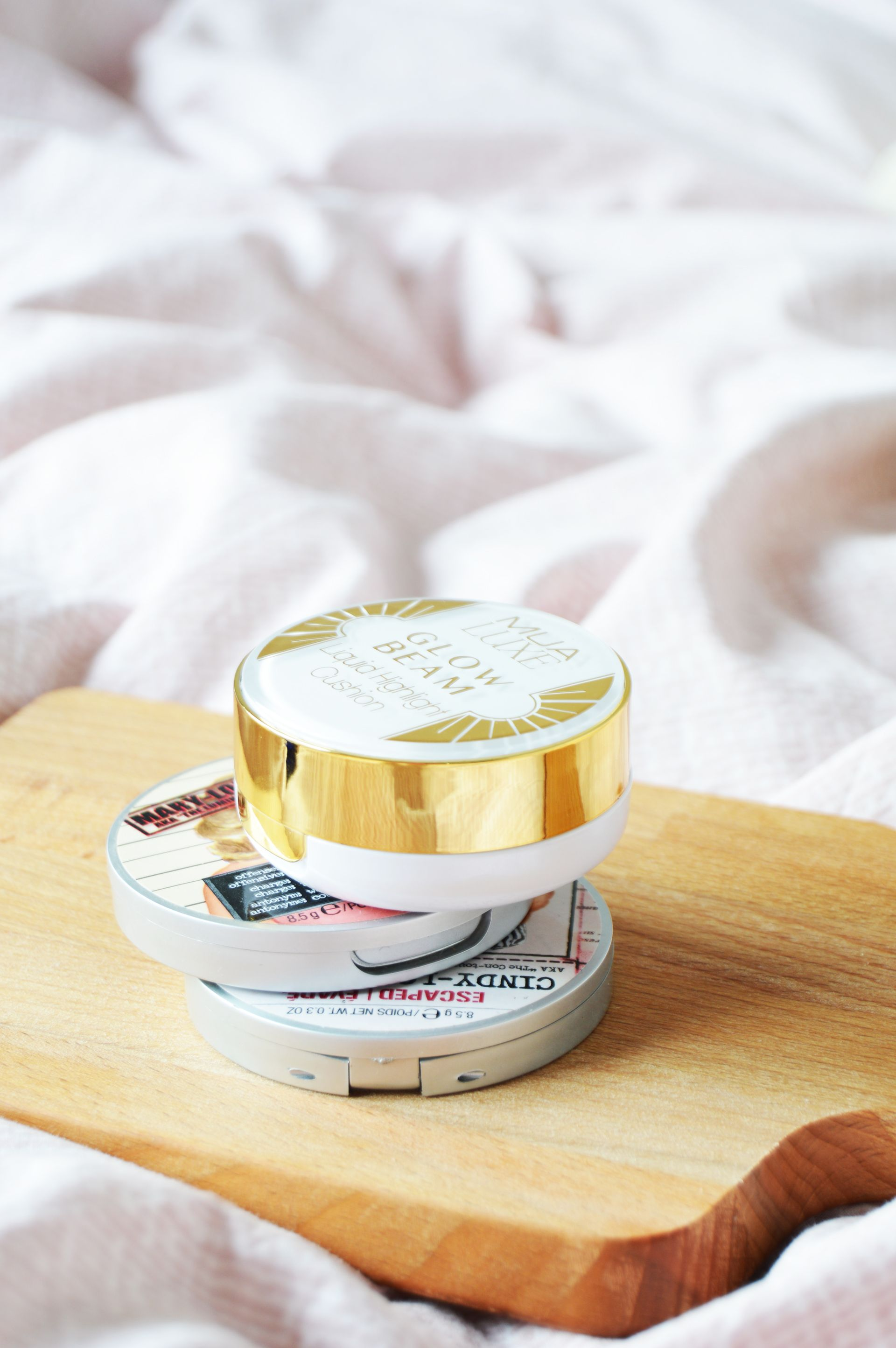 MUA Luxe Glow Beam Highlight Cushion Gold will enhance the natural radiance with a beautiful golden glow. You can get the extra glow with the help of a budget highlighter that will give the most beautiful glowy complexion.