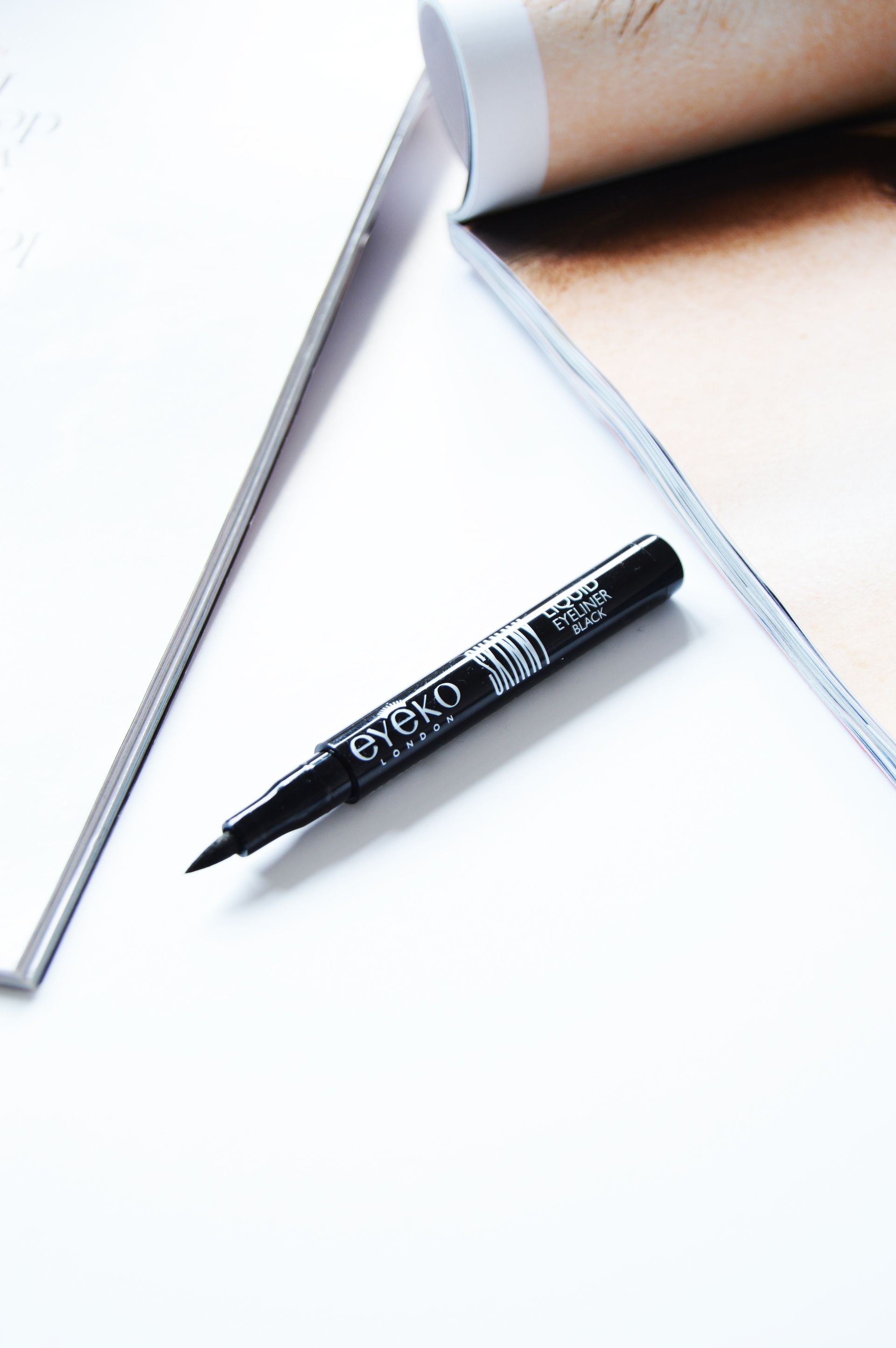 Eyeko Skinny Liquid Eyeliner promises to give smudge-free, long lasting and pitch black eyeliner. Does it live up to its claims? Eyeko Skinny Liquid Eyeliner dries so fast and in the end you'll be left with smudge free cat flick.