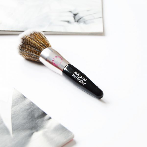 Look Good Feel Better Mini Powder Brush has super-soft Taklon (synthetic fibre) bristles. It is cruelty free and suitable for sensitive skin. Applying powder is so easy and even with these densely packed bristles.