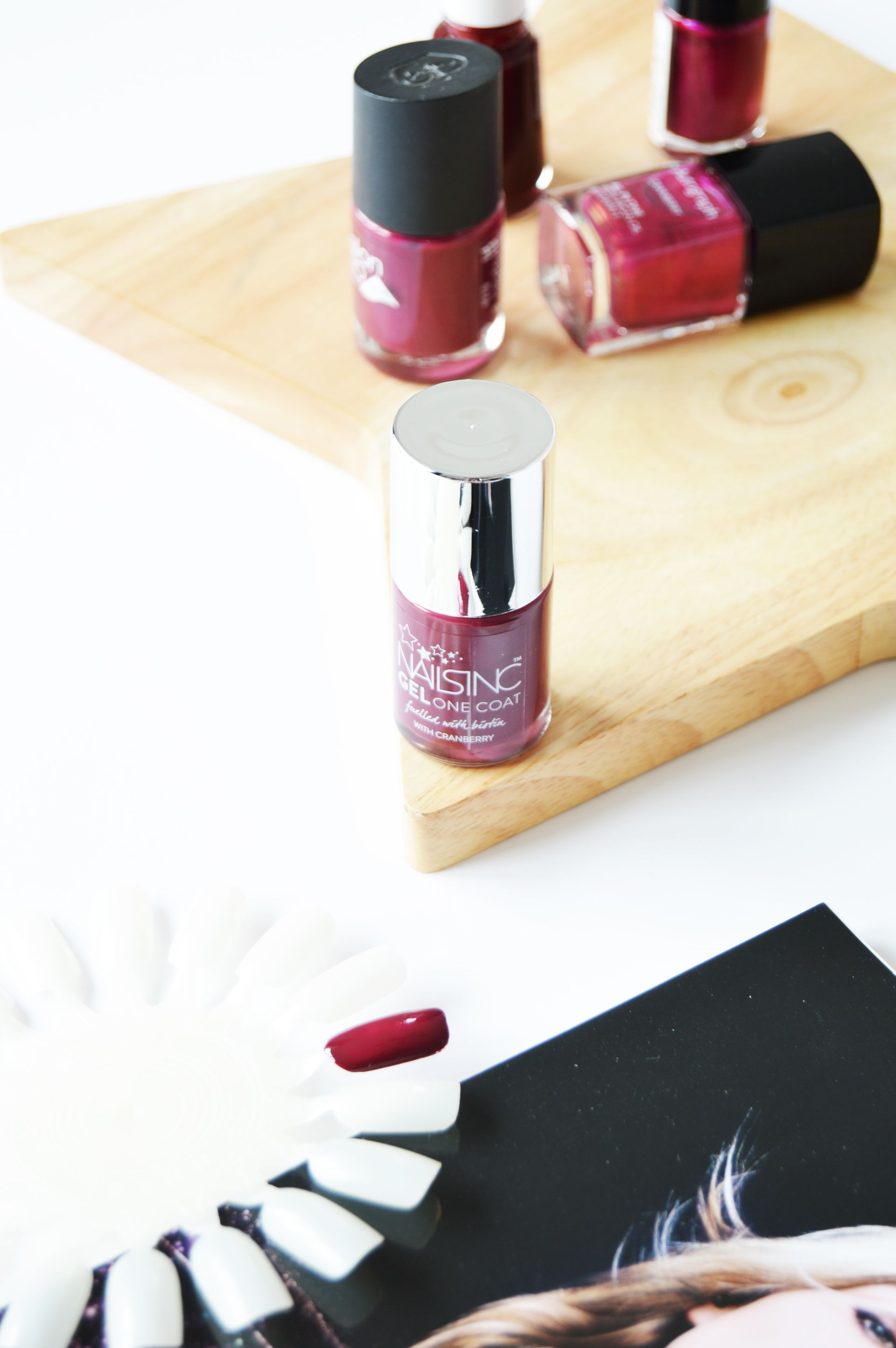 Nails Inc Gel One Coat Nail Polish Piccadilly Court is a dark burgundy nail polish which is perfect for a&w seasons. INails Inc Gel One Coat Nail Polish claims to be high shine and long lasting nail polish, is it really like that?