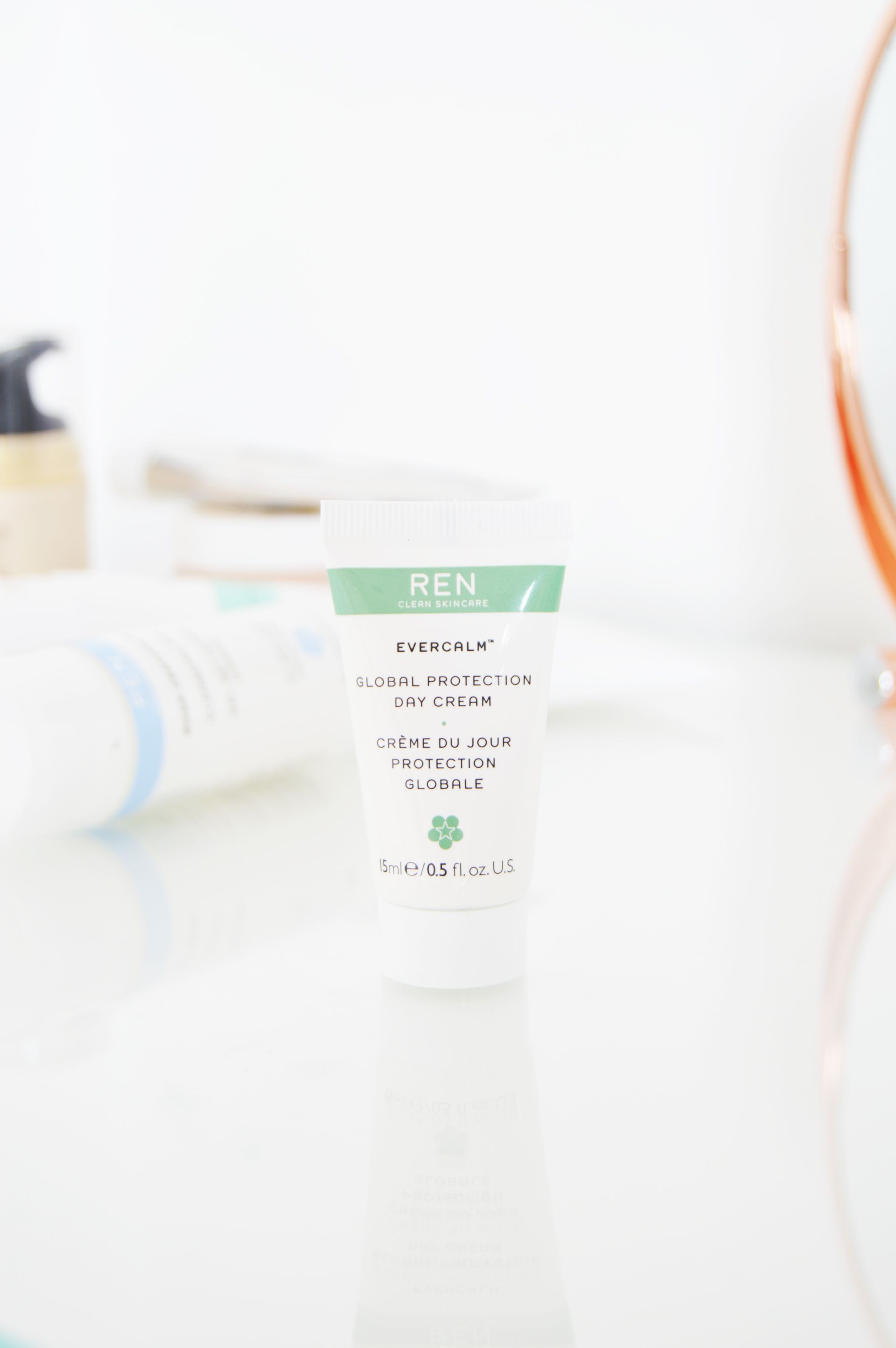 REN Evercalm Global Protection Day Cream is a lightweight and fast absorbing cream. It is suitable for sensitive skin and it leaves soft and hydrated skin. It protects the skin from the effects of pollution .