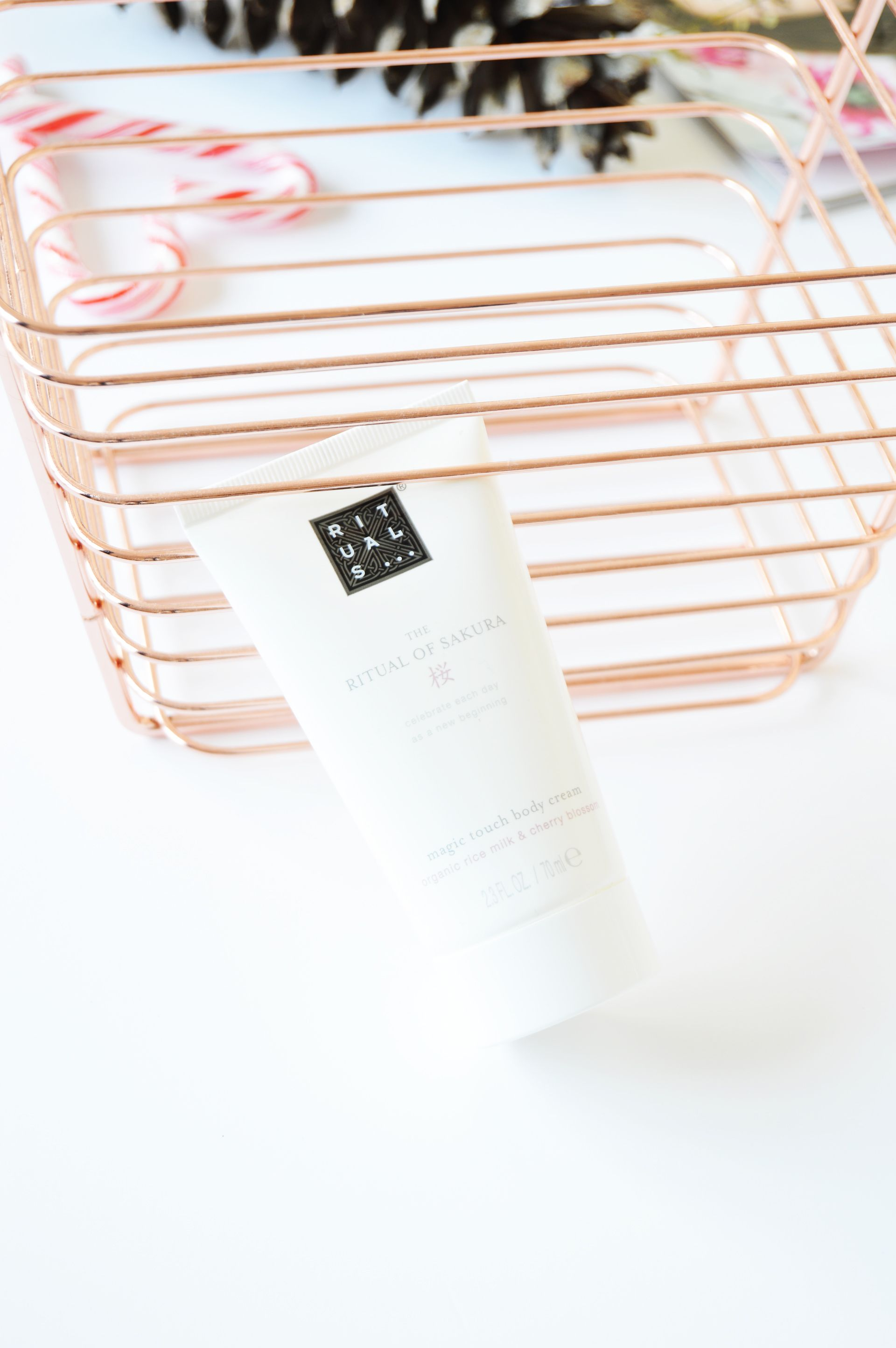 Rituals The Ritual of Sakura Body Cream is for the new beginnings everyday. It has lightweight formula and the skin absorbs it straight away. Floral scent will linger around for a long time, you could even skip perfume.