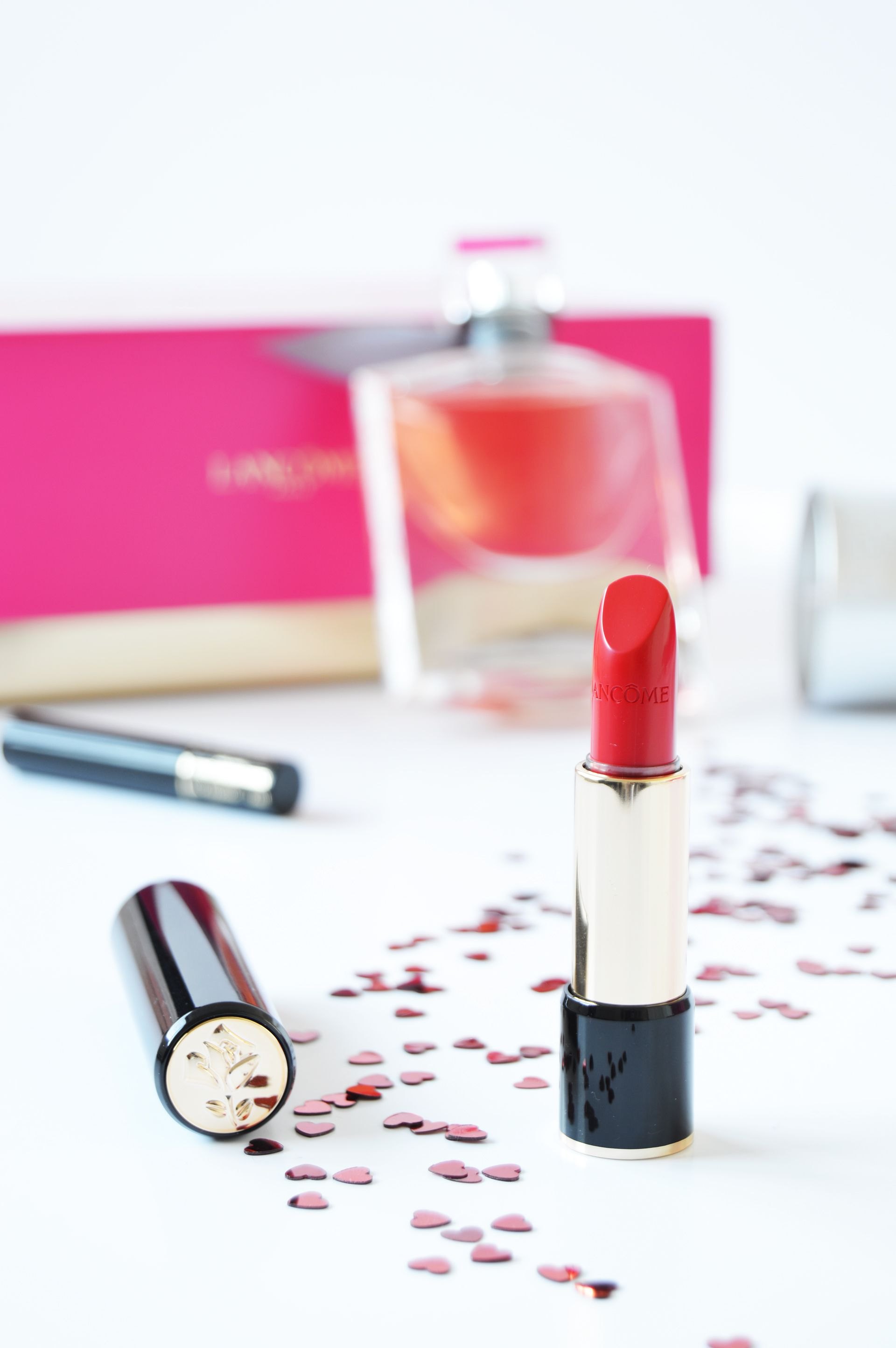 Lancôme L'Absolu Rouge 132 Caprice has cream finish. 132 Caprice is a true red with slight blue undertone. If you're looking for a red lipstick which could suit every complexion then this is what you need.