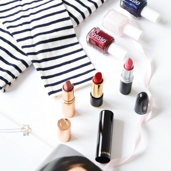 How would you style Breton Stripes? Would you have a matching makeup trend or you would just keep everything minimal and casual? For a casual day, having nails and lipstick matching would be an ideal scenario.