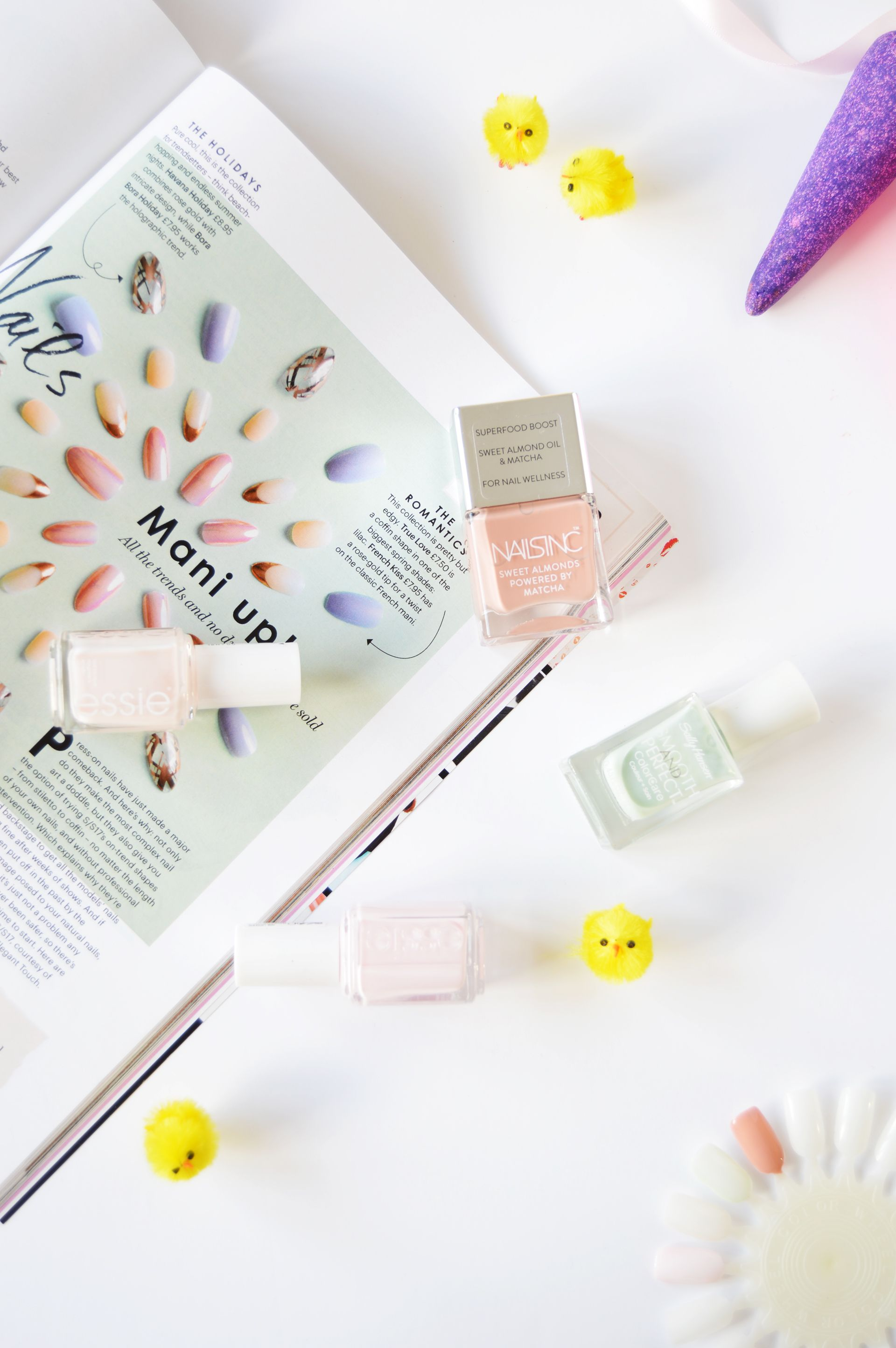 Pastel colours are perfect for spring&summer when you want an effortless and fresh look. In this post you can find some of my spring nail colours picks. Pastel spring nail colours swatches of Nails Inc King William Walk, essie fiji and essie limo-scene. These colours are ideal for spring&summer!