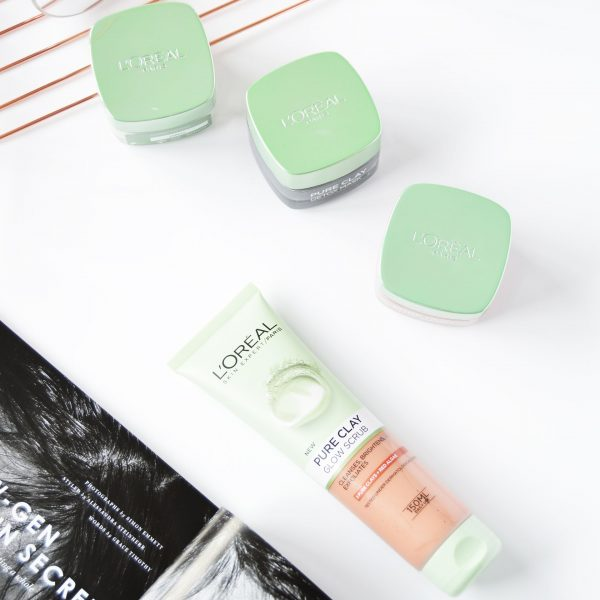 L'Oreal Paris Pure Clay Foam Wash Glow Scrub is a face wash version of L'Oreal Paris Pure Clay Glow Mask., it can be used daily and gives smoother and brighter complexion.