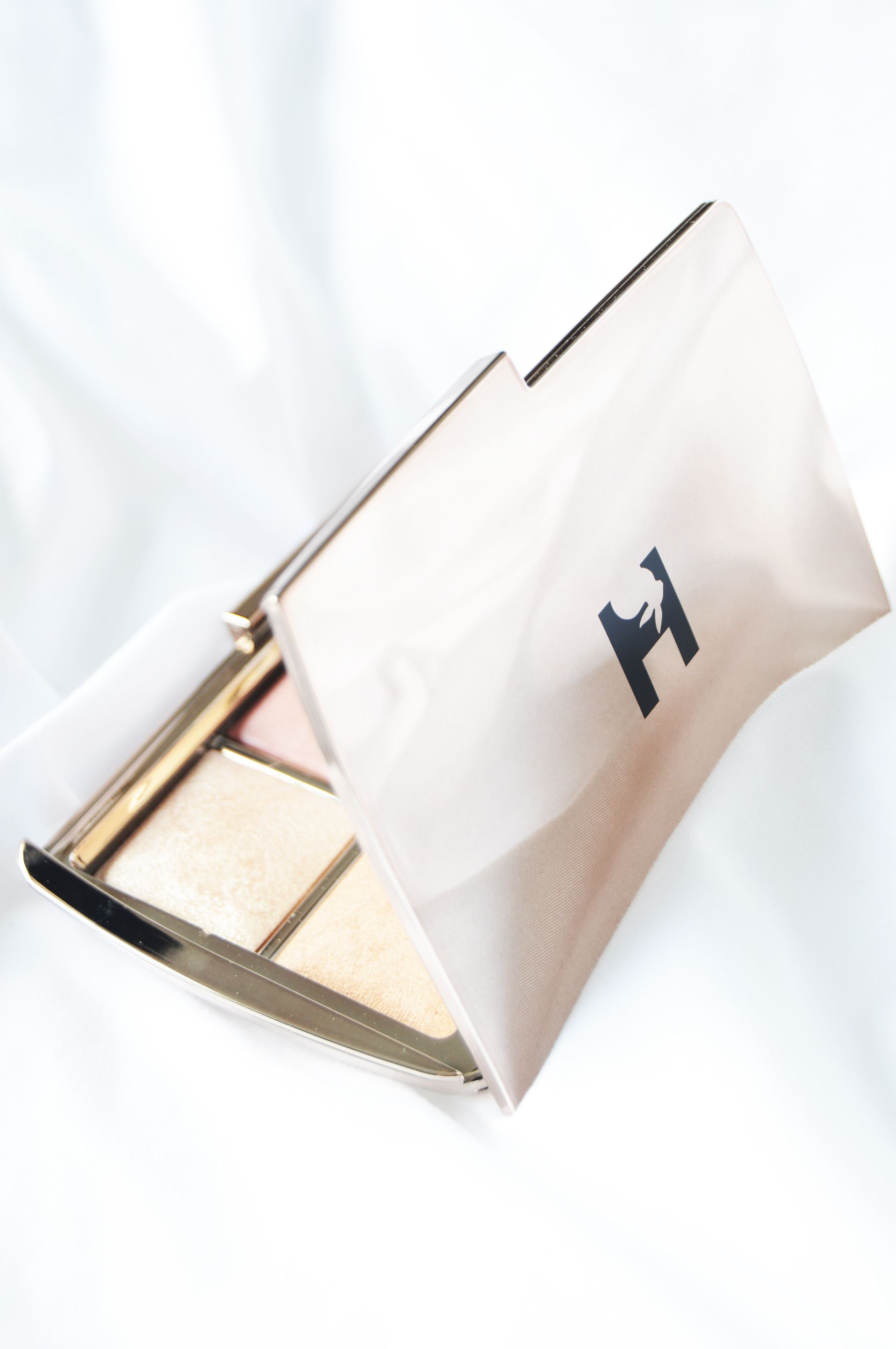 Hourglass Ambient Lighting Edit Unlocked Palette is Hourglass' first release with the new logo | Hourglass Ambient Lighting Edit Unlocked Palette Review